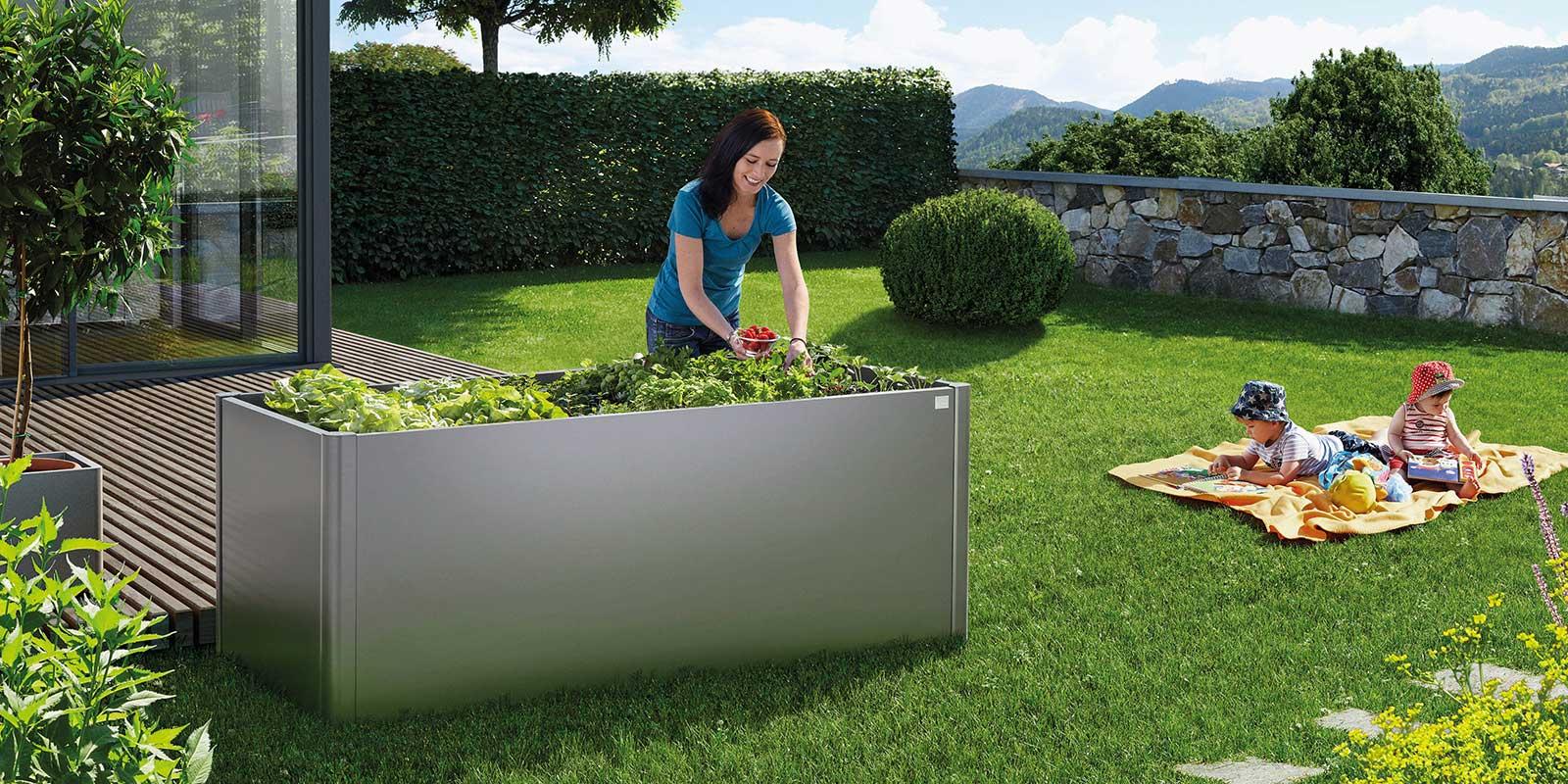 Elegant raised vegetable bed with aiuole moderne for Bordi per aiuole da giardino