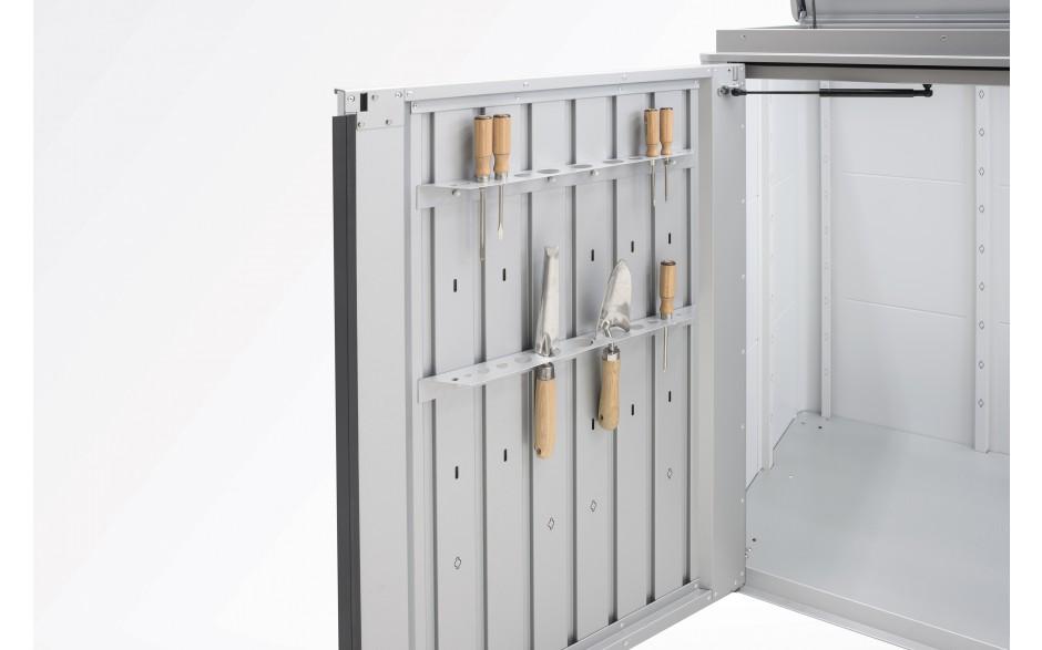 Zubehör: Werkzeughalter - Max. 3 Werkzeughalter je Türflügel möglich (aufpreispflichtiges Zubehör).