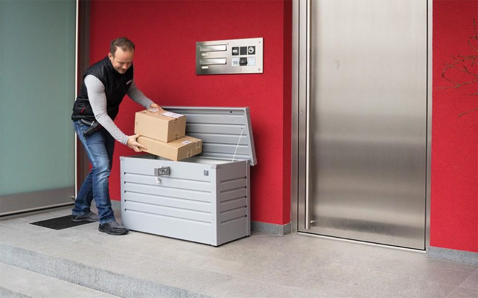 PAKET-BOX in silber-metallic