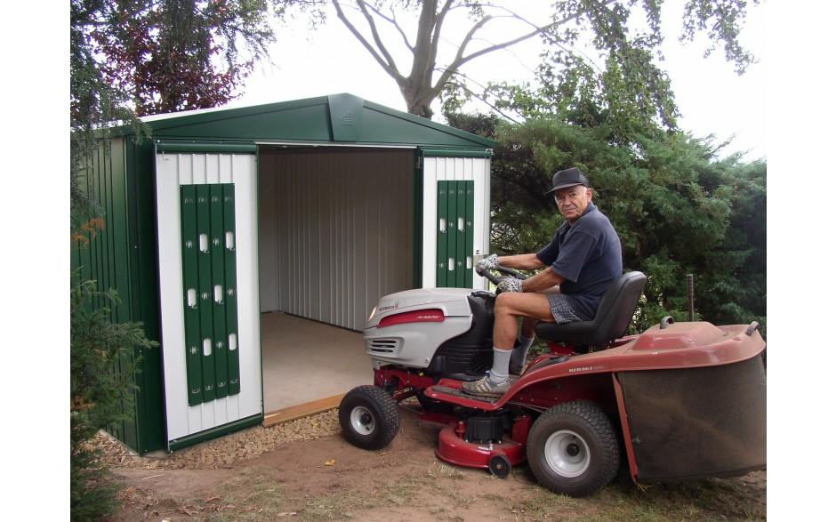 Gerätehaus Europa Größe 7 -  Einfaches Abstellen der Gartengeräte durch niedrige Schwelle.